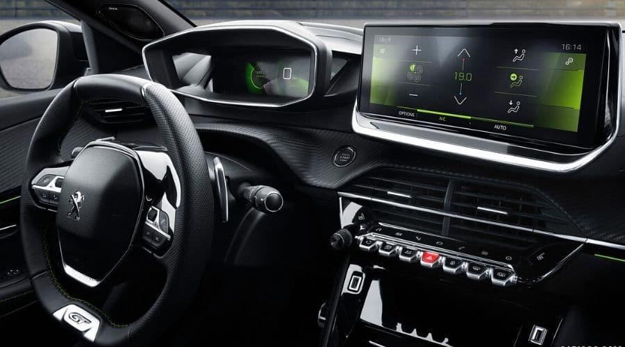 Peugeot 2008 con volante multifunción