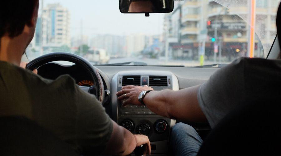 Curso de manejo en casa: Enséñale a tu hijo lo básico de un carro