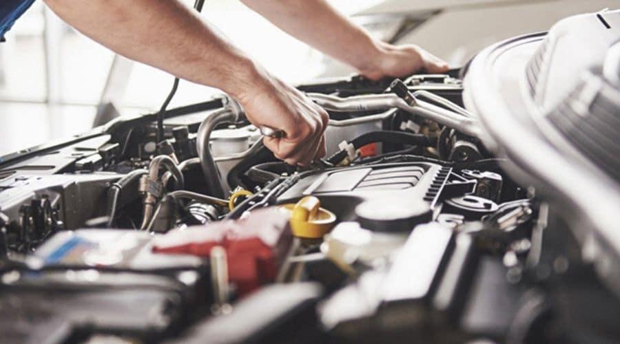 Taller de carros y revisión de motor